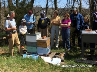 Beekeeping field day in Rogersville, MO